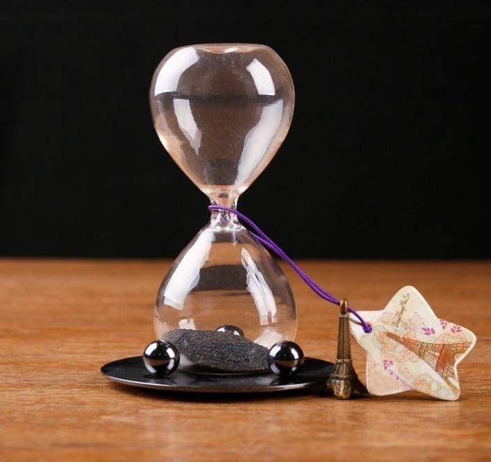 """Магические часы песочные с магнитом Завораживающие на подставке и брелок """"Париж"""" 8х13 см"""
