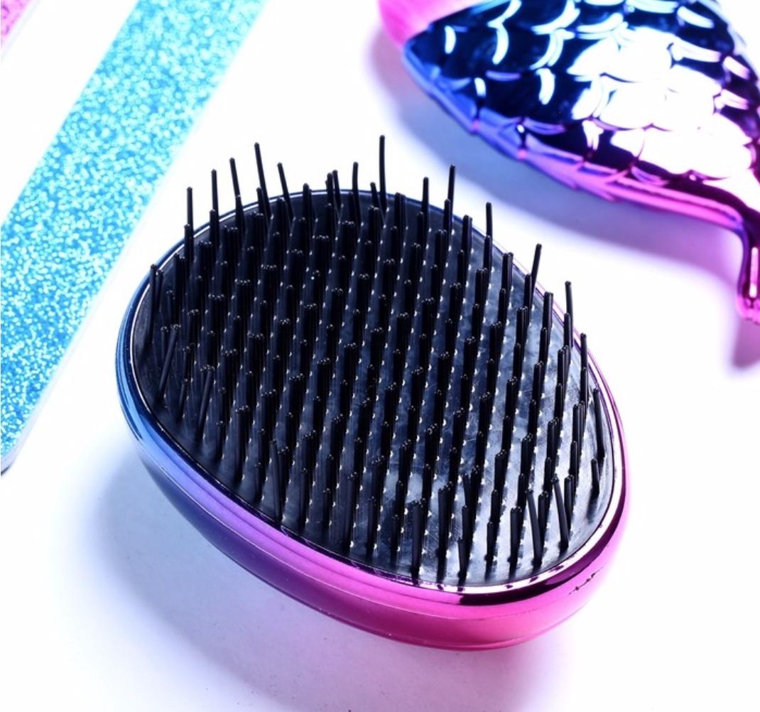 Подарочный набор в косметичке «С 8 Марта» Кисти для макияжа, две Пилки для ногтей, Расчёска