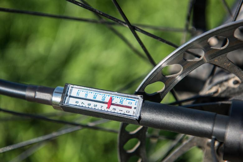 Насос велосипедный электрический  BERKUT Specialist VL-1000 (+ Мешки для колёс в подарок!)