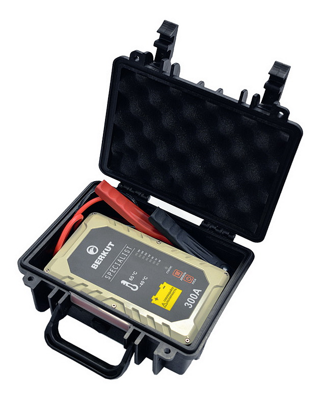Пусковое устройство конденсаторное BERKUT SPECIALIST JSC-300C (+ Антисептик-спрей для рук в подарок!)
