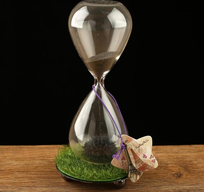 """Магические часы песочные с магнитом Завораживающие на подставке трава и брелок """"Париж"""" 8х16 см"""
