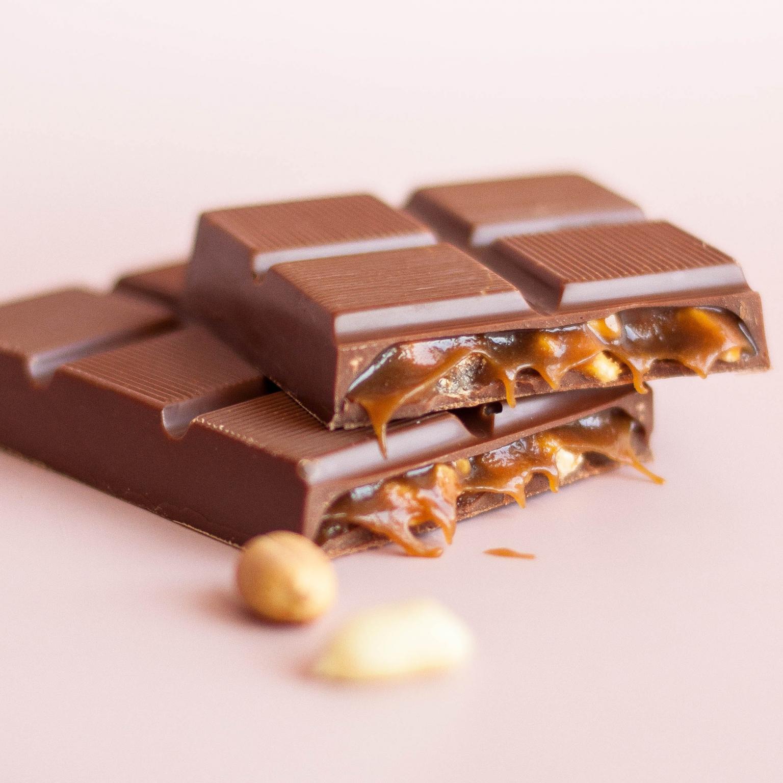 """Молочный шоколад с начинкой """"Соленая карамель и арахис"""" 65 г Lubaica"""