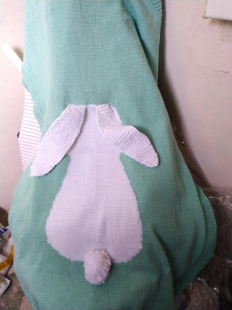 Вязаный плед с зайцем. Плед для девочки/мальчика. Плед в кроватку. Лёгкое одеяло. Одеяло в коляску. Одеяло в подарок