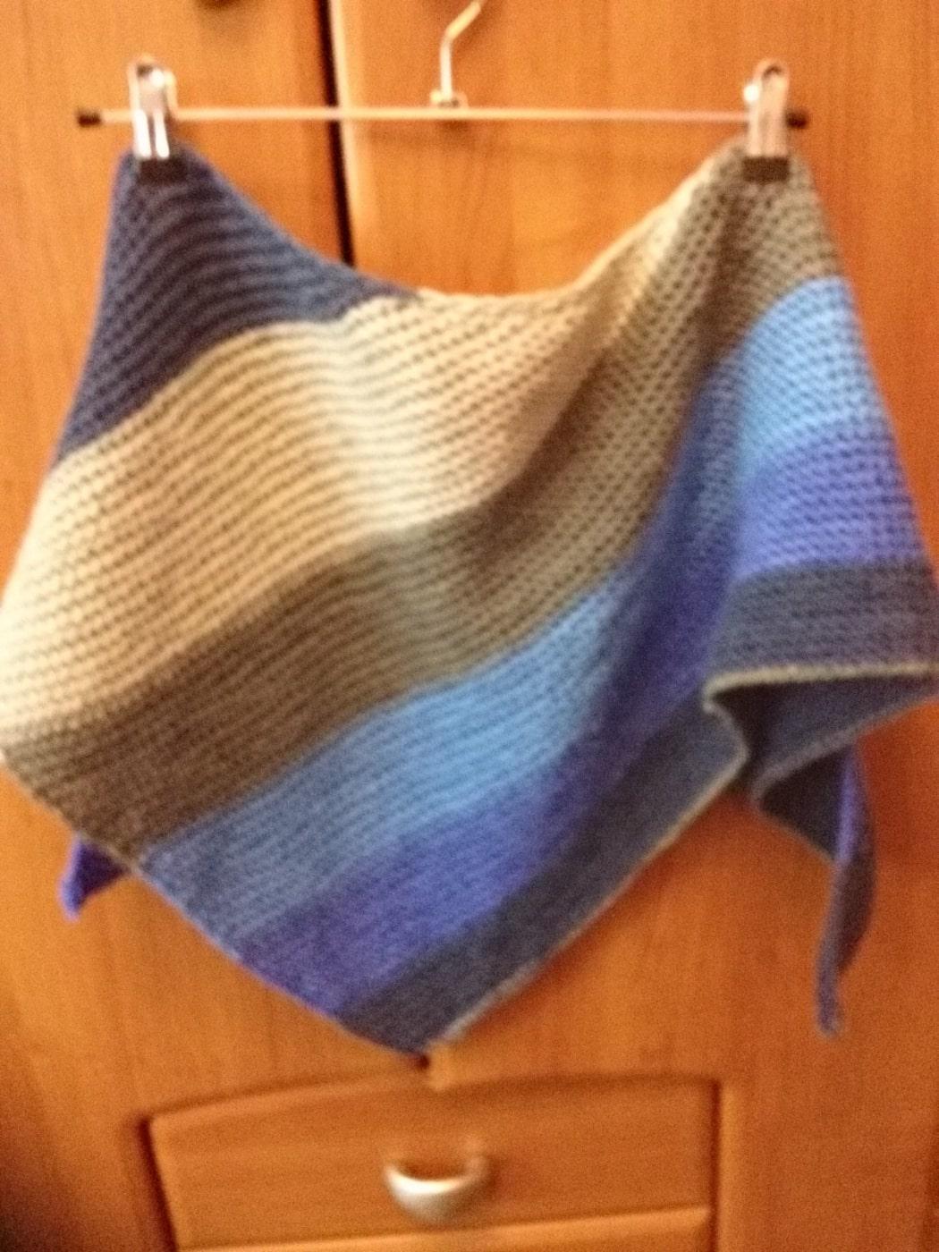 Бактус вязаный (треугольный шарф, шейный платок)