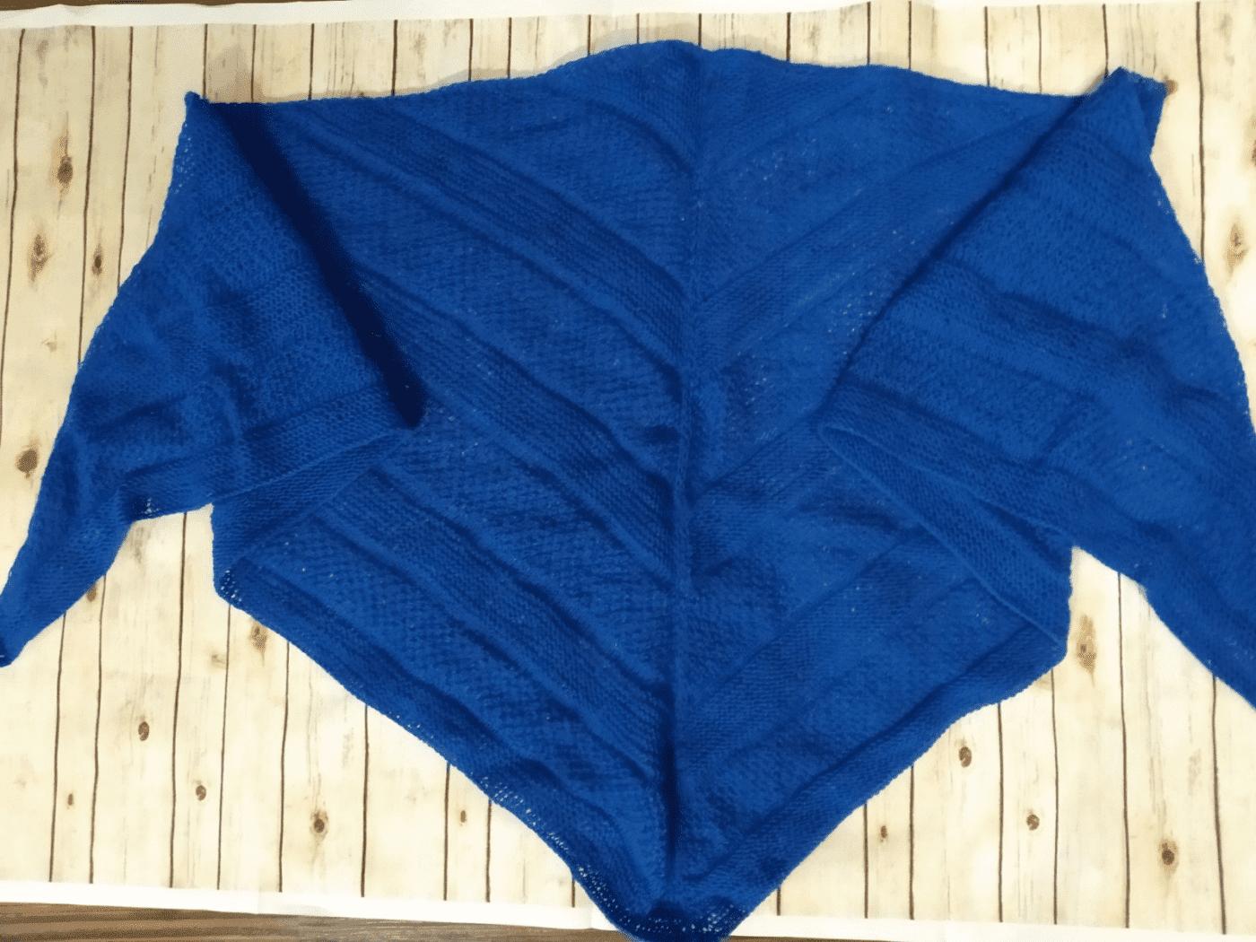 Вязаная шаль ( платок , бактус). Темно-синий