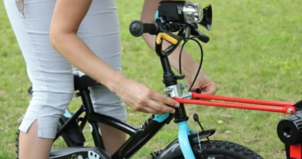 Прицепное устройство PERUZZO Trail Angel детского велосипеда к взрослому (желтое) (+ Антисептик-спрей для рук в подаро..