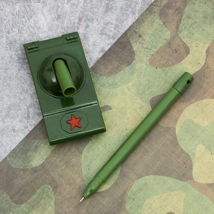 """Ручка-танк """"Настоящему мужику"""" на подложке"""